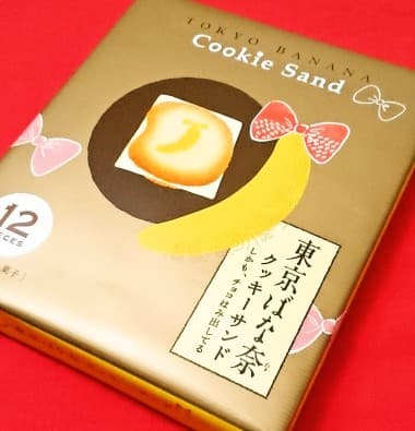「東京ばな奈クッキーサンド しかも、チョコはみ出してる」